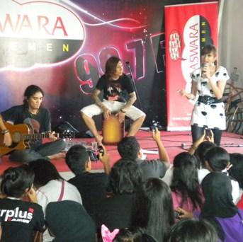Live Temen Radio bareng Helmalia Putri