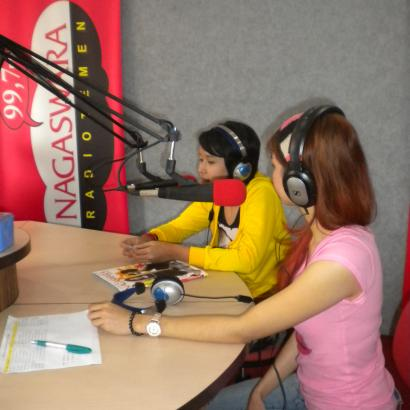 Honeymoon Phoner dan Live Interview di Nagaswara FM