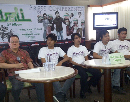Wali Press Conference 3rd Album, Live di Nagaswara FM