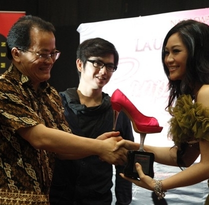 Launching Poppy Capella Single Bukan Seperti Film