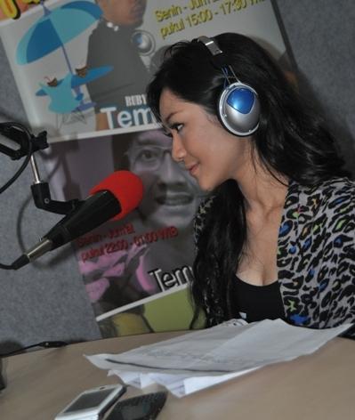 Poppy Capella, Phoner dan Interview di Nagaswara FM