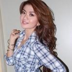Gina Dua Racun Pose Sensual