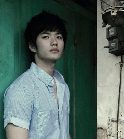 Lee Jeong Hoon Latih Koreografi HiTZ