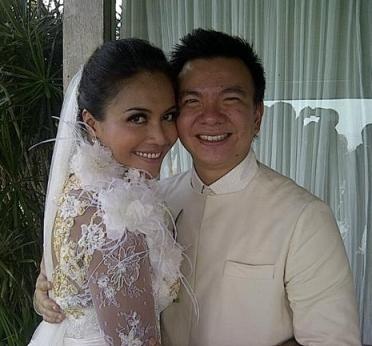Denada Menikah dengan Jerry Aurum