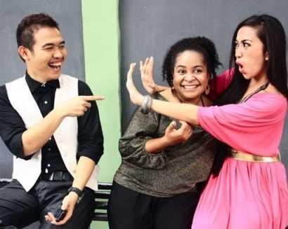 Aliza Berlatih Ekspresi Bersama Bintang Radio
