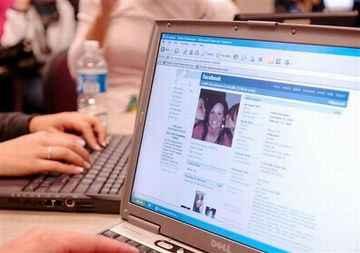 Indonesia Peringkat 8 Pengguna Facebook