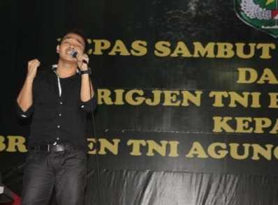 Rando Single Menunggu & Simphony Yang Indah