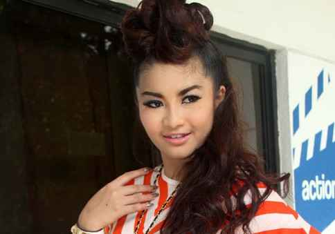 Fitri Carlina Ingin Goyang Gangnam Ala Korea