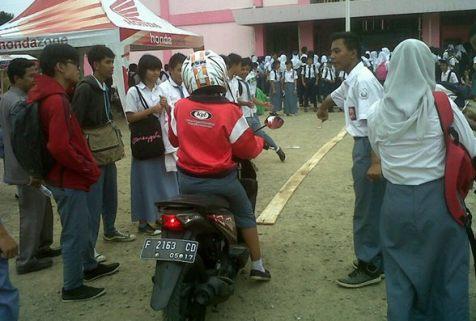 Honda Schoollicious di SMU Yayasan Bina Bangsa Mandiri