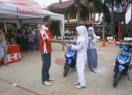 Honda Schoollicious hadir di SMK Bina Mandiri Depok