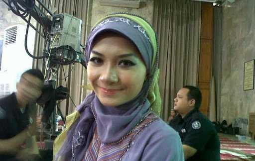Ika Putri Syuting Islam Itu Indah