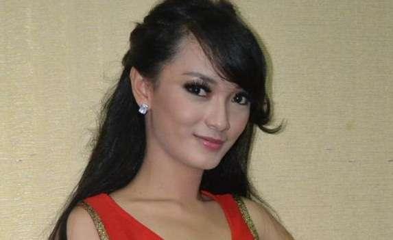 Zaskia Single Sudah Cukup Sudah di 2013