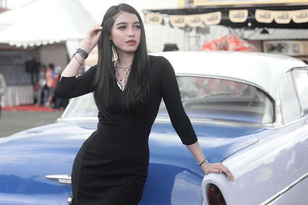 Dewi Oktalestari Menjadi Primadona TOP