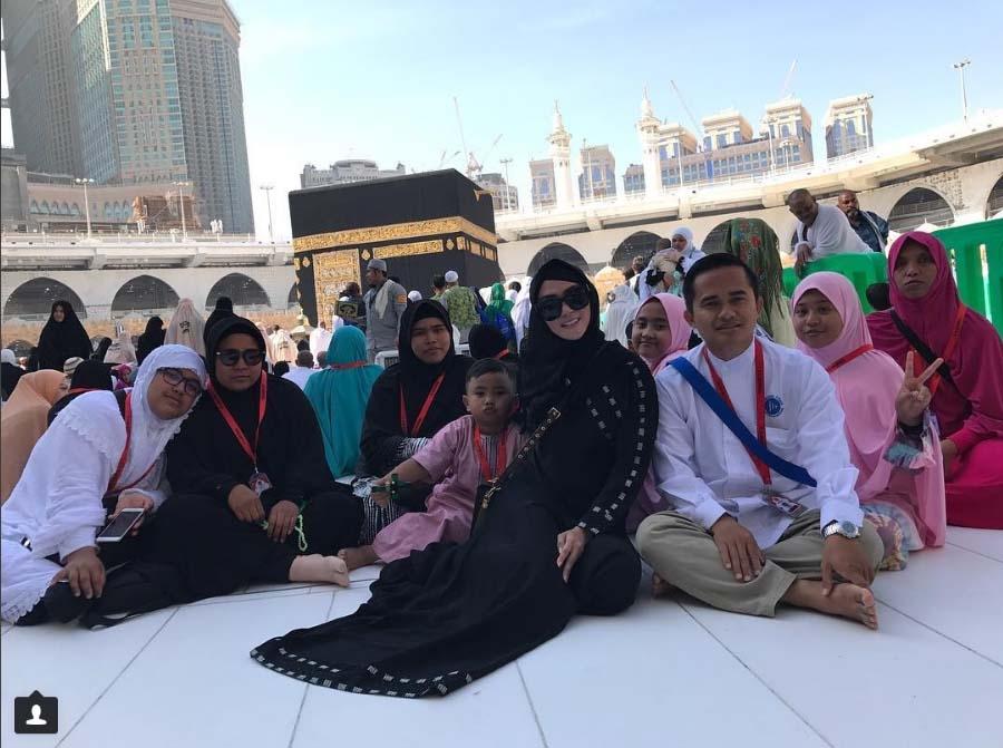 Bebizy Doakan Artis NAGASWARA di Mekah