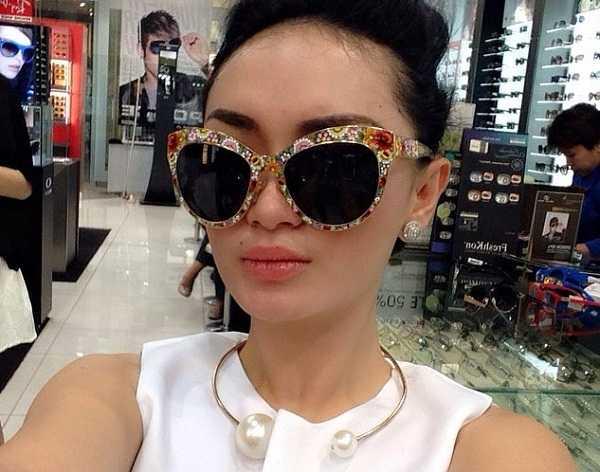 Zaskia Gotik Dan Koleksi Kacamata Mewah