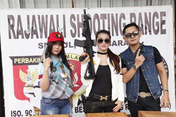 Neng Oshin Resmi Jadi Atlet Menembak
