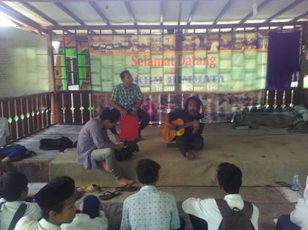 Ho Hot Tea Pengabdian Jadi Guru Musik di Sekolah Gratis