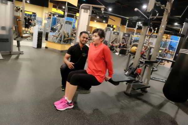 Ratu Idola Rajin Fitness Biar Kenceng