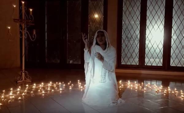 Caramel Band Syuting Video Klip Religi Dikelilingi Lilin