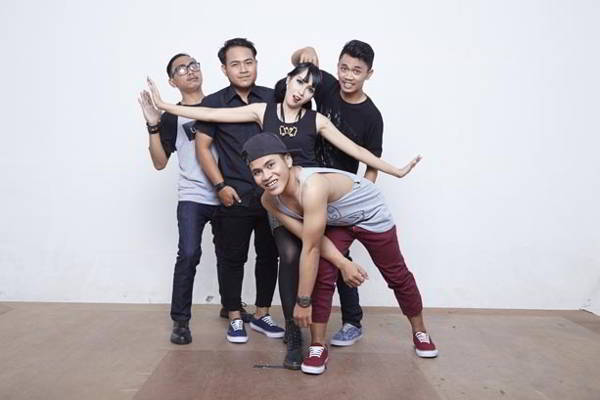 Retweet Band Siapkan Single Baru Yang Super Galau