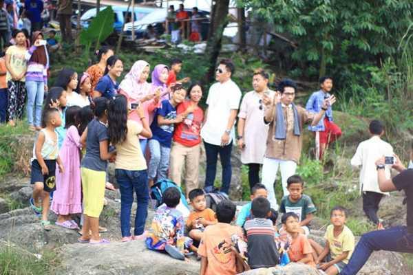 Syuting Video Klip Religi Abad21 Di Sekitar Aliran Sungai
