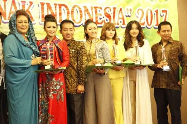 Artis NAGASWARA Dapat Penghargaan Tokoh Peduli Anak Indonesia