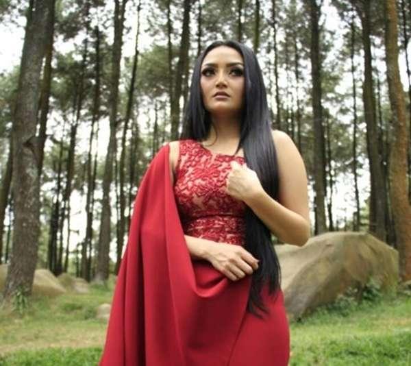 Siti Badriah Dan Cerita Ratapan Undangan Mantan