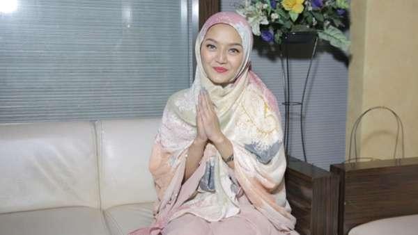 Siti Badriah Rilis Tobat Maksiat Feat Zaskia Gotik